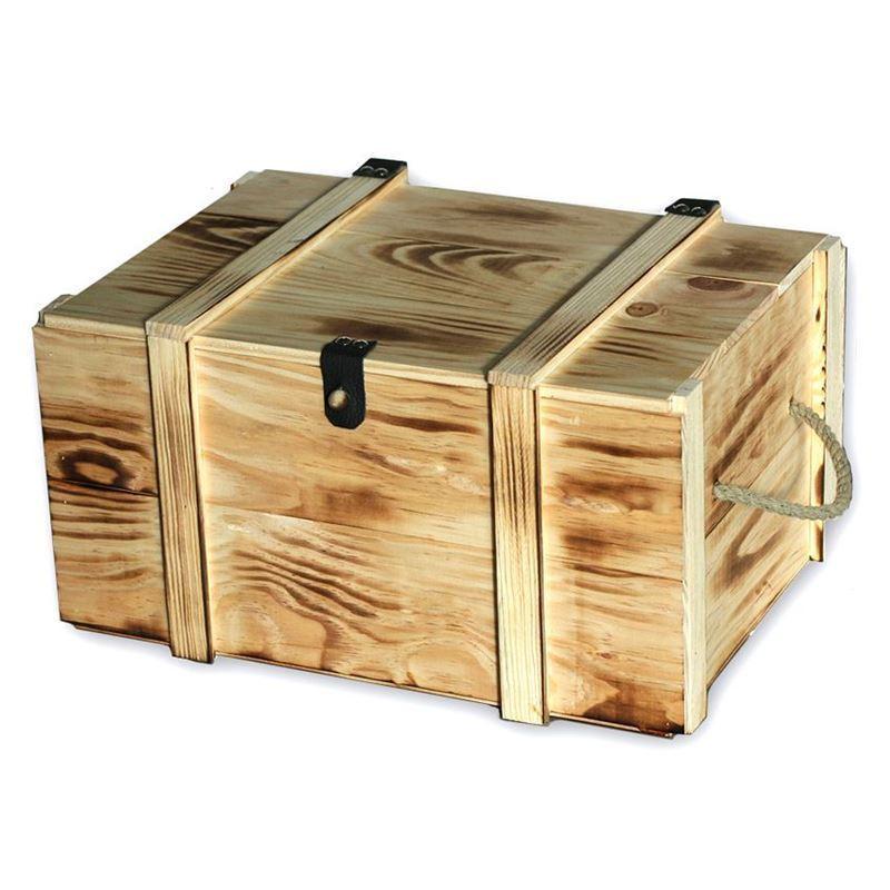 caja de madera clara para botellas de vino flameado