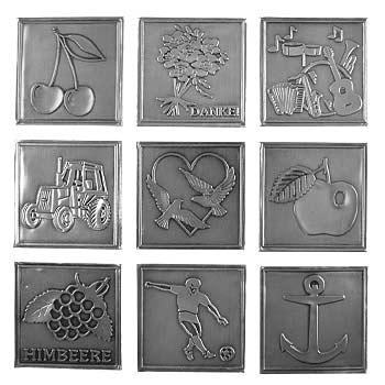 Etichette in metallo
